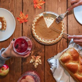 thanksgiving table with pumpkin pie