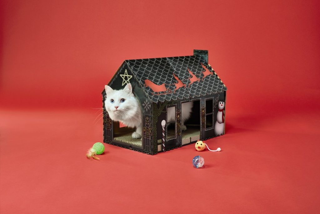 Heart to Tail Cat Scratching Playhouse with cat in house